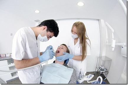 親知らずを手術するなら病院?それとも歯医者?