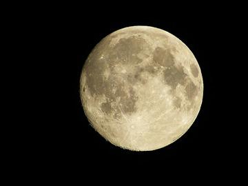 スーパームーンとは何か?普通の月とどう違うの?